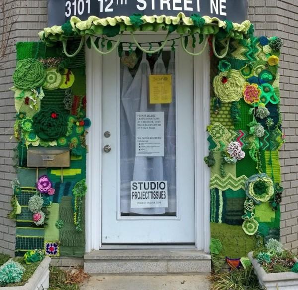 Green wall yarnbombing1